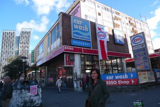 Katja Kullmann på Reeperbahn franför Esso-husen 2