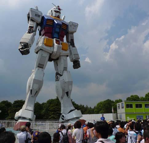 Serieroboten Gundam i verkliga livet - 18 meter hög