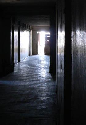 I ett gammalt nedlagt sjukhus bor flyktingar sedan mer än tio år i väntan på att få återvända till Abchasien som de flydde ifrån i slutet av 90-talet.